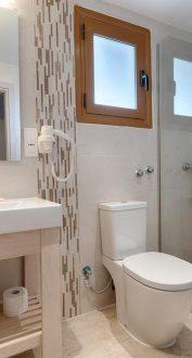 Louvre Hotel Bathroom